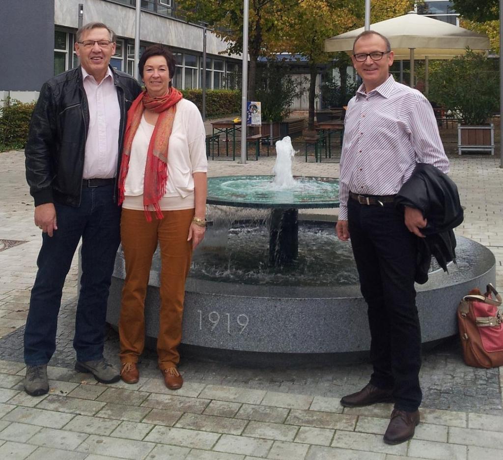 FW vor Saalplatzbrunnen quer